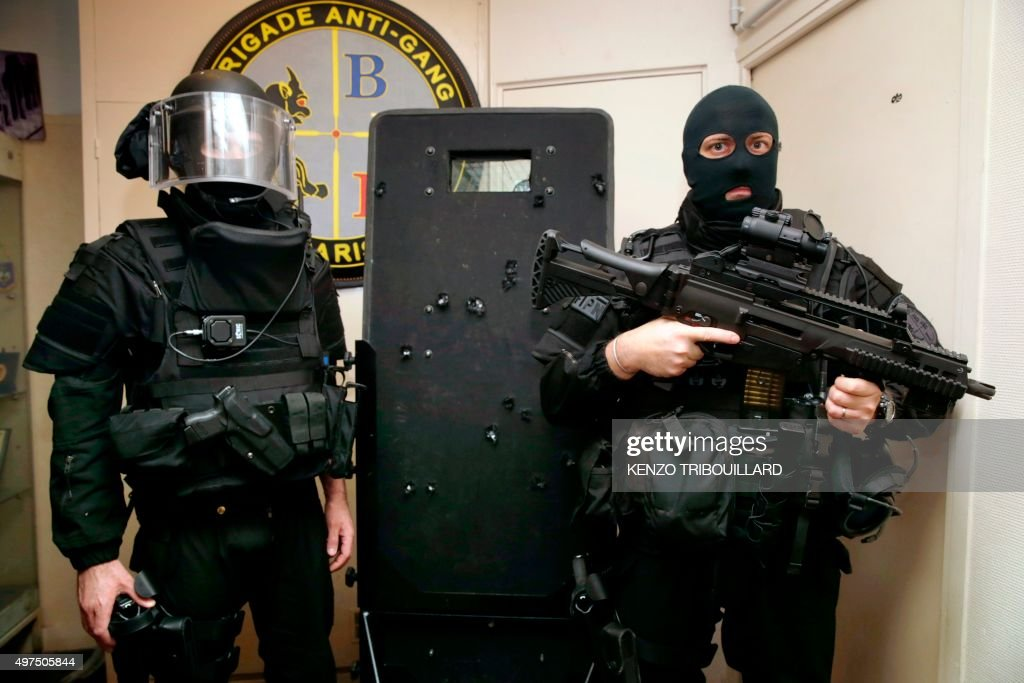 FRANCE-ATTACKS-SECURITY-BRI : News Photo