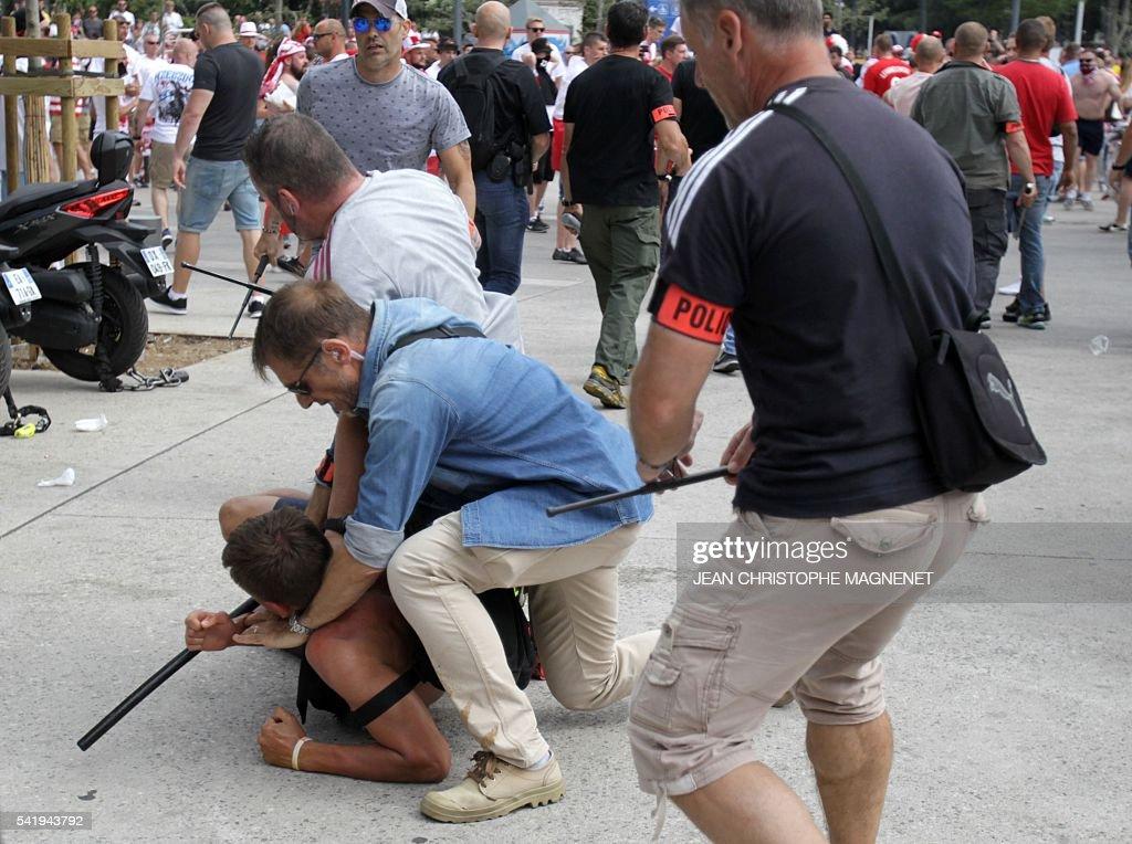 FBL-EURO-2016-POL-UKR-VIOLENCE : ニュース写真