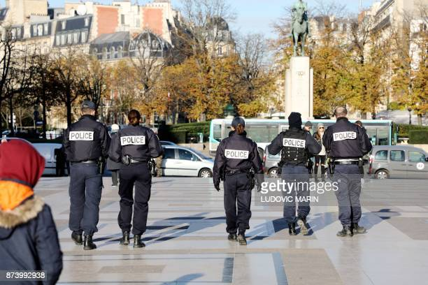 Mesure De Securite Pictures and Photos - Getty Images
