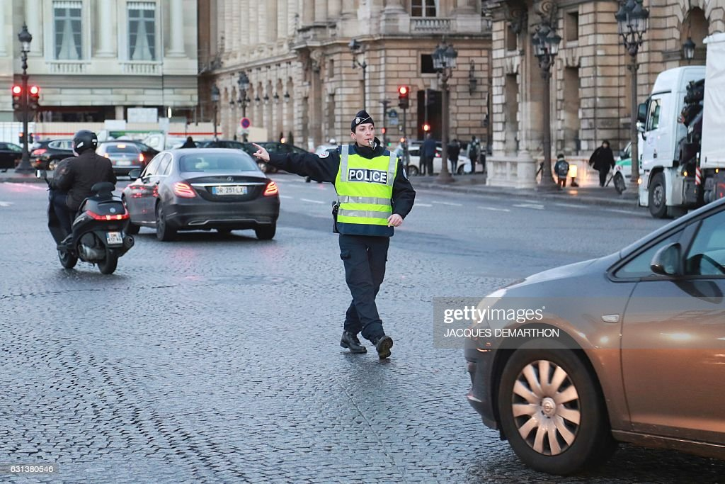 FRANCE-TRANSPORT-ENVIRONMENT-POLICE-POLLUTION-TRAFFIC : News Photo