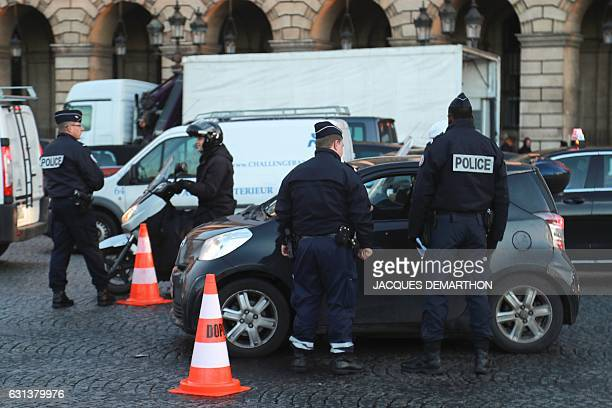 French policemen control drivers on January 10 2017 as part of a Crit'air ecovignette control operation on the place de la Concorde in Paris In...