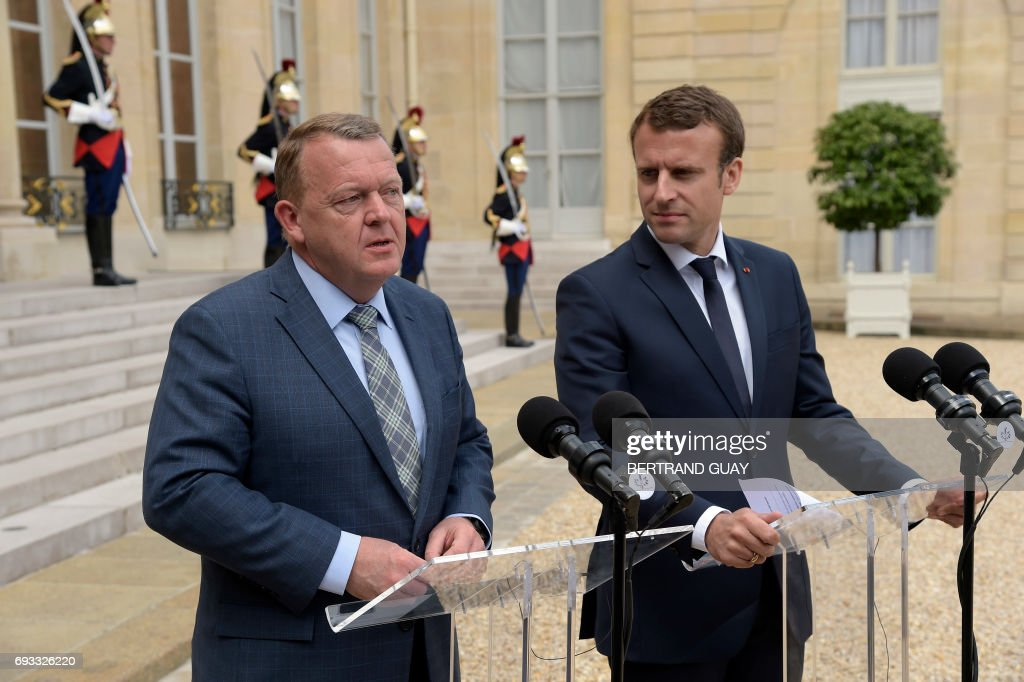 French president Emmanuel Macron (R) and Denmark's Prime minister Lars Lokke Rasmussen answer journalists' questions after a meeting, on June 7, 2017 at the Elysee palace in Paris. / AFP PHOTO / bertrand GUAY