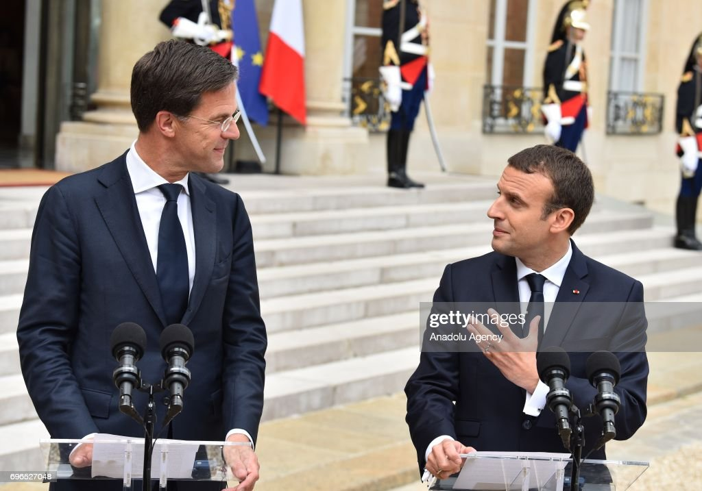 ¿Cuánto mide Guillermo de Holanda (William Alexander)? - Altura - Real height - Página 2 French-president-emmanuel-macron-and-dutch-prime-minister-mark-rutte-picture-id696527048