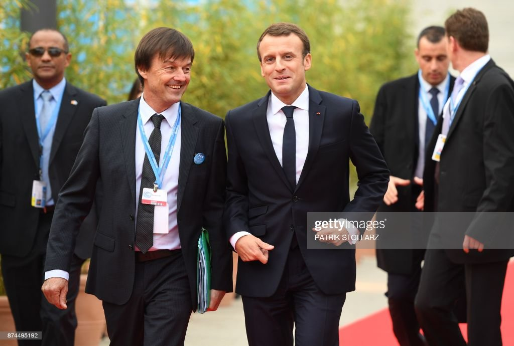 French President Emmanuel Macron (C-R) and French Minister for the Ecological and Inclusive Transition Nicolas Hulot (C-L) arrive to attend the UN conference on climate change (COP23) on November 15, 2017 in Bonn, western Germany. / AFP PHOTO / Patrik STOLLARZ