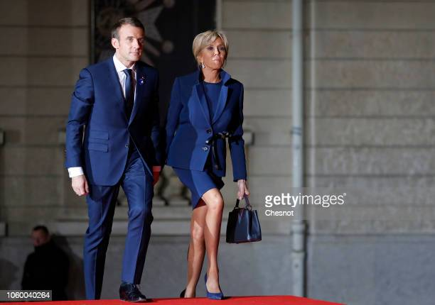 French President Emmanuel Macron and his wife Brigitte Macron arrive to attend a dinner with Heads of State at the Orsay museum on November 10 2018...