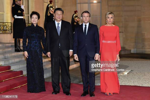 French President Emmanuel Macron and his wife Brigitte Macron pose with Chinese President Xi Jinping and his wife Peng Liyuan prior to a state dinner...