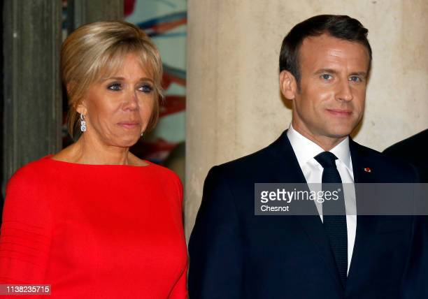 French President Emmanuel Macron and his wife Brigitte Macron wait for Chinese President Xi Jinping and his wife Peng Liyuan prior to a state dinner...