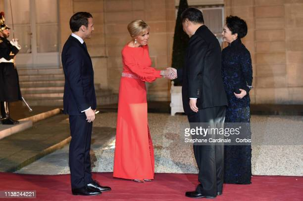 French President Emmanuel Macron and his wife Brigitte Macron welcome Chinese President Xi Jinping and his wife Peng Liyuan prior to a state dinner...