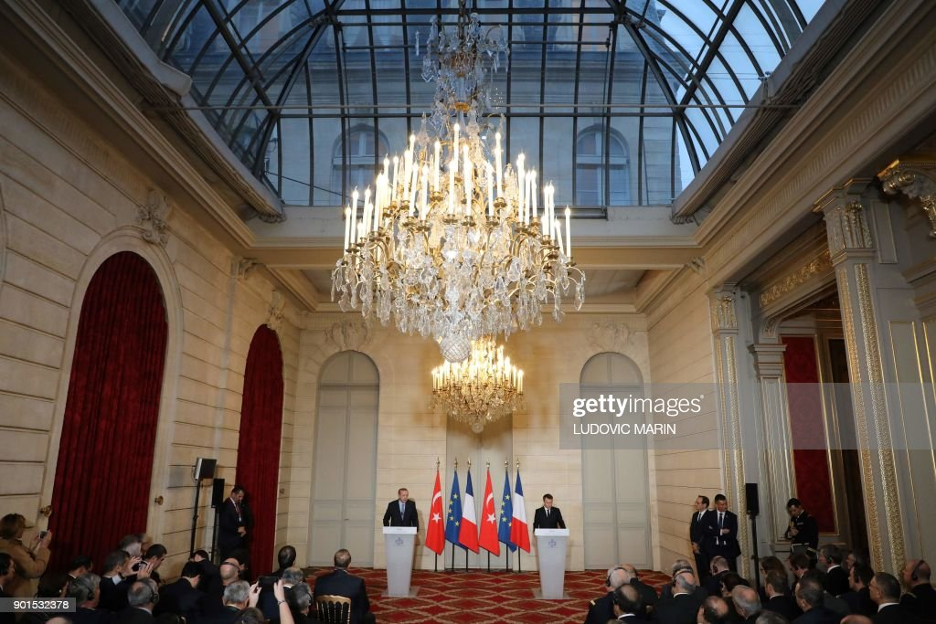 French President Emmanuel Macron (R) and Turkish President Recep Tayyip Erdogan hold a joint press conference on January 5, 2018, after their meeting at the Elysee Palace in Paris. Erdogan will attempt to reset relations with Europe at talks with Macron in Paris on January 5 that are likely to be overshadowed by human rights concerns. / AFP PHOTO / POOL / ludovic MARIN