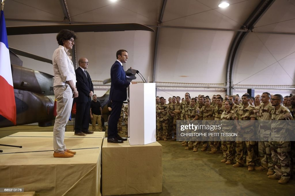 French President Emmanuel Macron (R), flanked by French Foreign Affairs Minister Jean-Yves Le Drian (2L) and Defence minister Sylvie Goulard (L), speaks during his visit to the troops of France's Barkhane counter-terrorism operation in Africa's Sahel region in Gao, northern Mali, on May 19, 2017. French President Emmanuel Macron arrived on May 19 in conflict-torn Mali to visit French troops fighting jihadists on his first official trip outside Europe since taking power. /