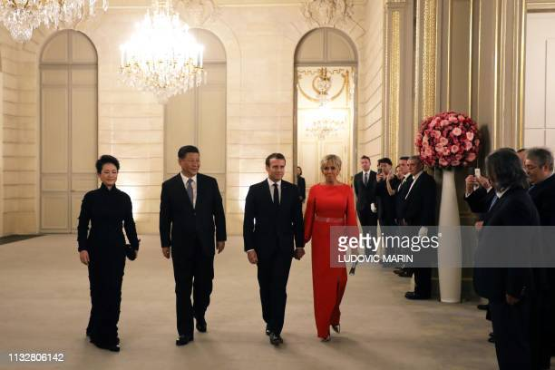 French President Emmanuel Macron , his wife Brigitte Macron , Chinese President Xi Jinping and his wife Peng Liyuan arrive to attend a state dinner...
