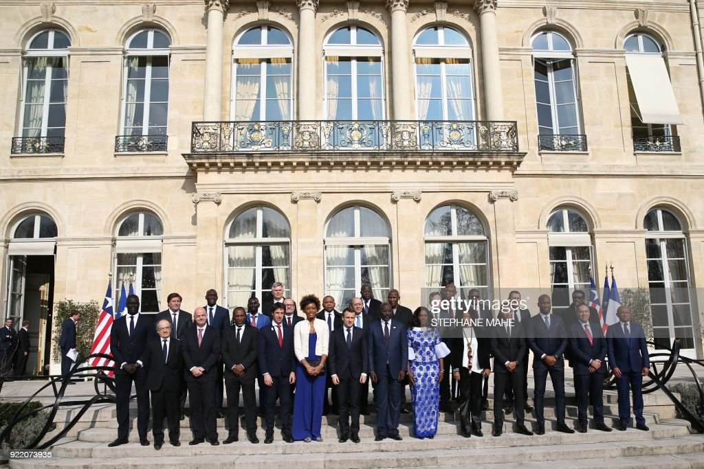 French President Emmanuel Macron (6th L), Liberian President George Weah (7th L) and his wife Clar (6th R) pose for a family picture with Paris Saint-Germain's player Kylian Mbappe (4th R) and guests before a lunch at the Elysee Palace in Paris, on February 21, 2018. /