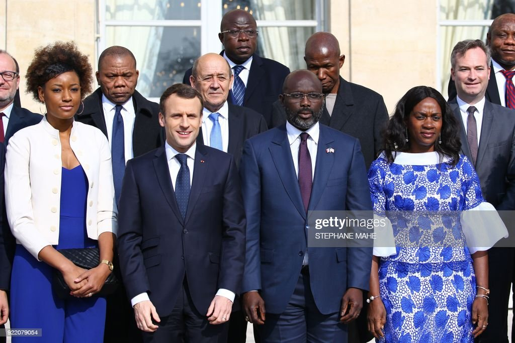French President Emmanuel Macron (2nd L), Liberian President George Weah (2nd R) and his wife Clar (R) pose for a family picture before a lunch at the Elysee Palace in Paris, on February 21, 2018. /