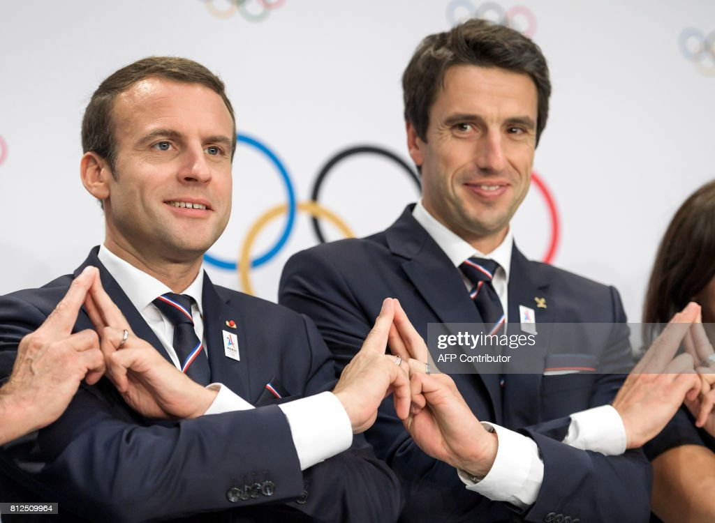french-president-emmanuel-macron-poses-with-paris-2024-olympic-bid-picture-id812509964