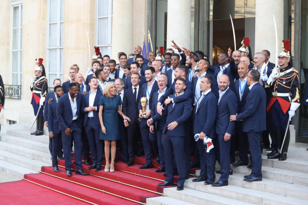 FOOT MASCULIN COUPE DU MONDE 2018 - Page 36 French-president-emmanuel-macron-receives-the-france-national-team-picture-id1000233026?k=6&m=1000233026&s=612x612&w=0&h=zDSXIc3dVOTsWIN7Yj6tlLzNZuUZwwpD2j9DGqsOmGY=