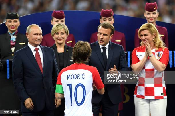 MOSCOW RUSSIA JULY 15 French President Emmanuel Macron shakes hands with Luka Modric of Croatia as President of Russia Vladimir Putin and President...