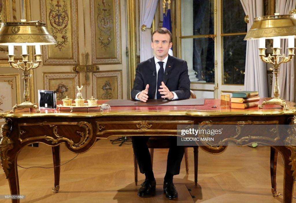 TOPSHOT-FRANCE-GOVERNMENT-POLITICS-SOCIAL : News Photo
