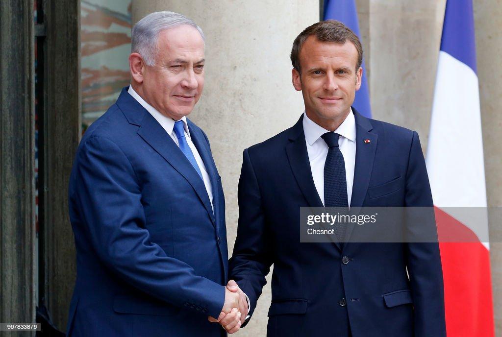 French President Emmanuel Macron Receives Israel's Prime Minister Benjamin Netanyahu  At Elysee Palace In Paris : ニュース写真