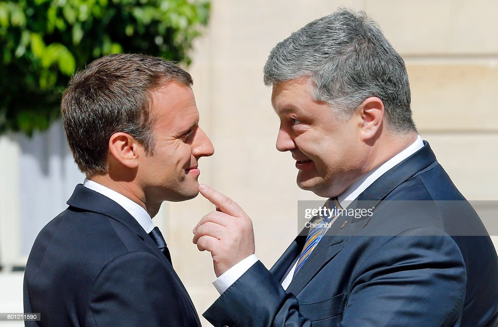 French President Emmanuel Macron (L) welcomes Ukrainian President Petro Poroshenko prior to a meeting at the Elysee Presidential Palace on June 26, 2017 in Paris, France. Macron announced that he would not recognize the annexation of Crimea by Russia.