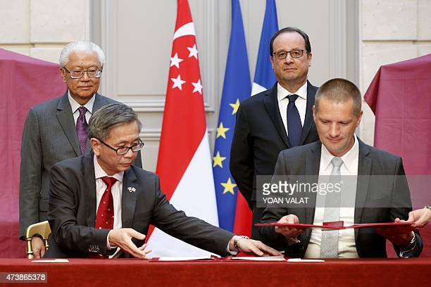 French President Francois Hollande and Singapore President Tony Tan Keng Yam pose during a contract signing ceremony at the Elysee Palace in Paris on...