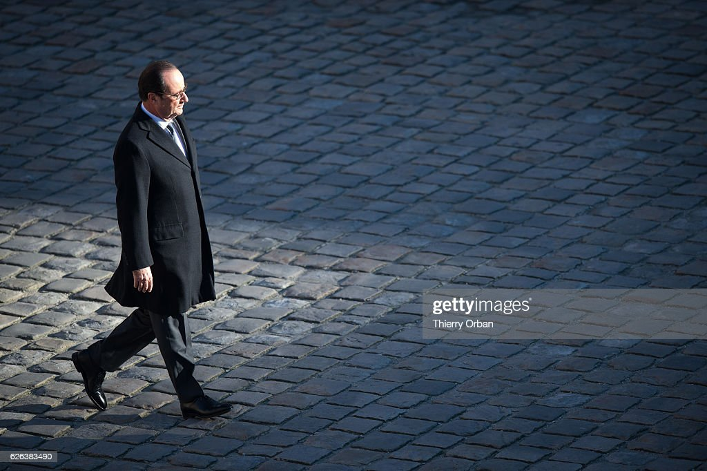 French President Francois Hollande Attends A Military Review : Nieuwsfoto's