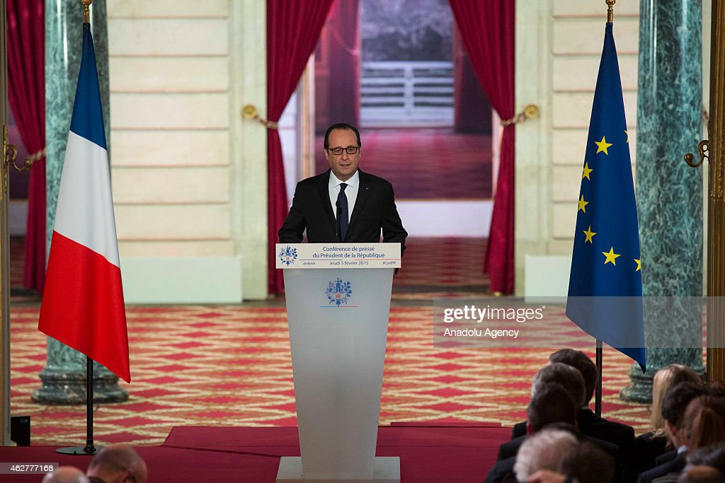 French president Hollande gives press conference in Paris : Nieuwsfoto's