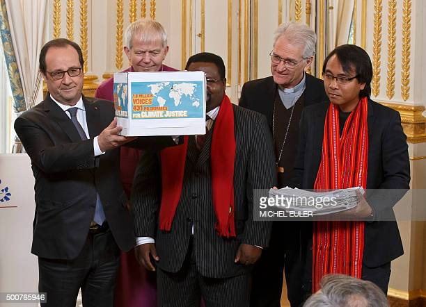 French President Francois Hollande poses on December 10 2015 at the Elysee palace in Paris with religious community representatives involved in...