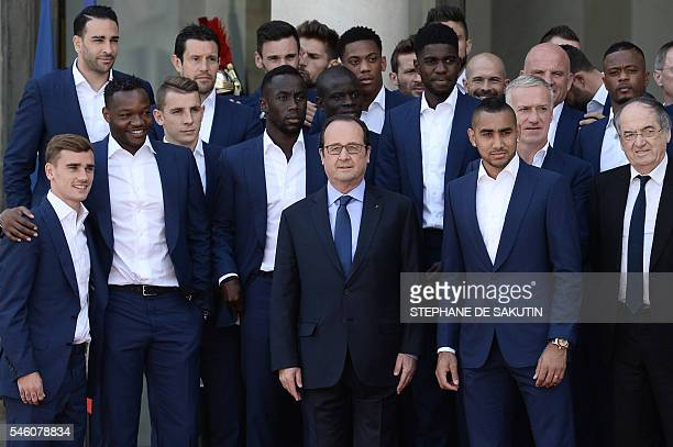 TOPSHOT French President Francois Hollande poses with France's national football team players during their visit to the Elysee Palace in Paris on...