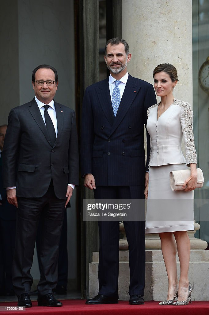 French President Francois Hollande poses with King Felipe VI of Spain and Queen Letizia of Spain in the courtyard of the Elysee Palace during day 1 of the Spanish Royal couple's state visit on June 2, 2015 in Paris, France. Spain's King Felipe VI and Queen Letizia are on a three-day state visit, which had to be postponed last march following the Germanwings plane crash.