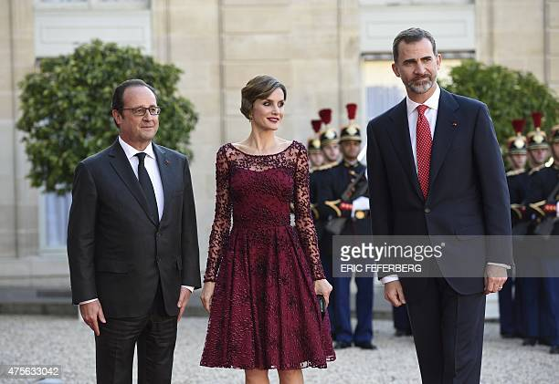 French President Francois Hollande poses with Spain's King Felipe VI and his wife Queen Letizia upon their arrival at the Elysee presidential palace...