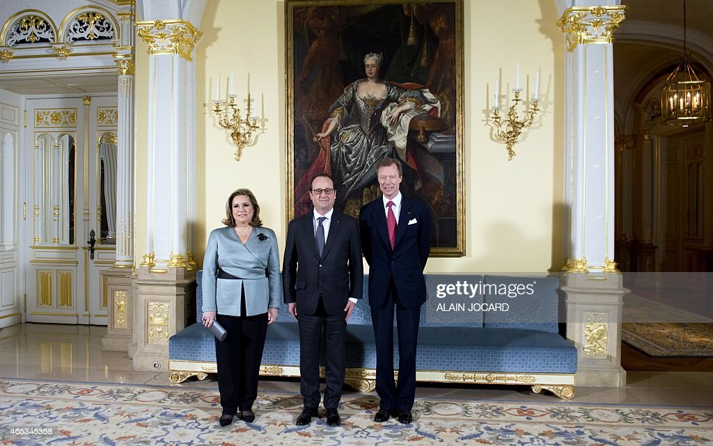French president Francois Hollande (C) poses with the Grand Duke Henri of Luxembourg (R) and his wife Maria Teresa (L) on March 6, 2015 in Luxembourg, as part of Hollande's official visit to Luxembourg.