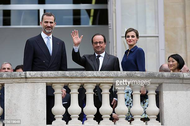 French President Francois Hollande Queen Letizia and King Felipe VI of Spain visit the Velasquez exhibition at Le Grand Palais on June 2 2015 in...