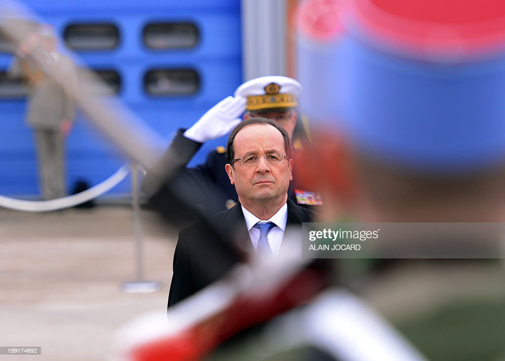 French president Francois Hollande (C) reviews troops on January 9, 2013 in Olivet, near Orleans, central France, as part of a visit to present his New Year's wishes to the French armed forces.