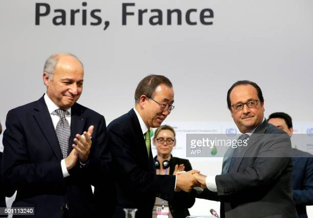 TOPSHOT French President Francois Hollande shakes hands with UN secretary general Ban Kimoon next to French Foreign Minister and COP21 president...