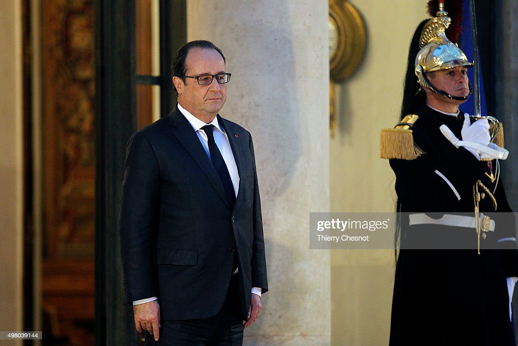 French President Francois Hollande Receives King Mohammed VI of Morocco At Elysee Palace In Paris : News Photo