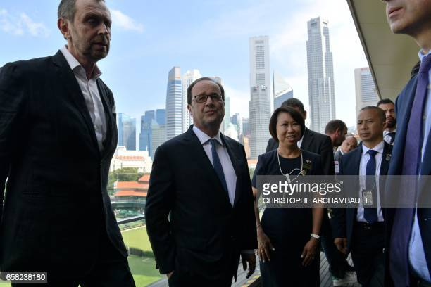 French President Francois Hollande visits the national gallery of Singapore in Singapore on March 27 2017 Hollande is in Singapore for a twoday state...