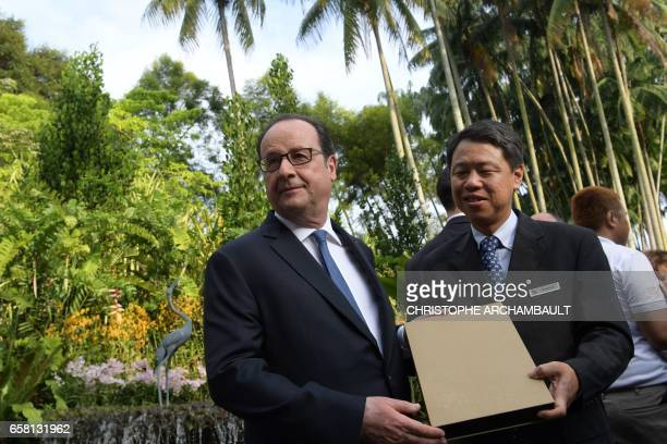 French President Francois Hollande visits the Singapore Botanic Gardens in Singapore on March 27 2017 Hollande is in Singapore for a twoday state...