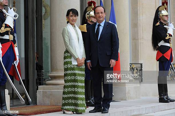 French President Francois Hollande welcomes Aung San Suu Kyi at Elysee Palace on June 26 2012 in Paris France Burmese opposition leader Aung San Suu...