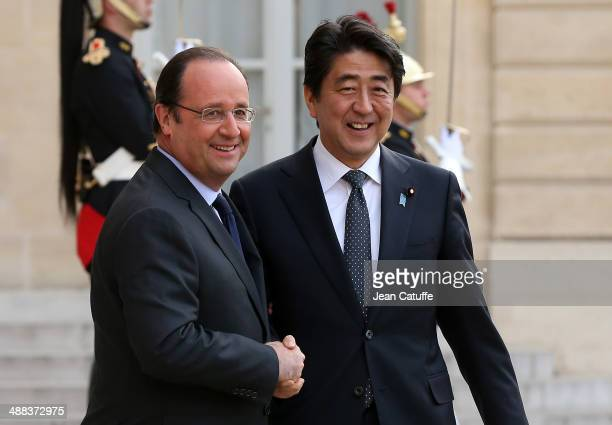 French President Francois Hollande welcomes Prime Minister of Japan Shinzo Abe at the State Dinner in his honor at Elysee Palace on May 5 2014 in...