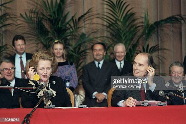 French President François Mitterrand and British Prime Minister Margaret Thatcher hold a press conference 20 January 1986 in the townhall of Lille to...