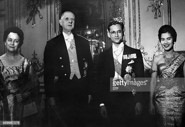 French President General de Gaulle and his wife Yvonne de Gaulle king Bhumibol Adulyadej and his wife queen Sirikit of Thailand pose for the...