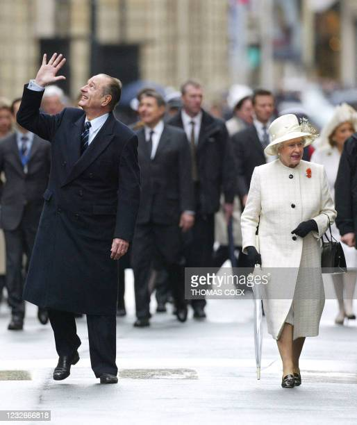 French President Jacques Chirac and Queen Elizabeth II walk from the Elysee Palace to the British Embassy in Paris 05 April 2004, at the start of the...