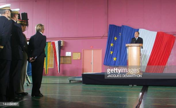 French President Jacques Chirac gives a speech as France Defence minister Michele Alliot-Marie looks on, 19 January 2006 at l'Ile Longue military...