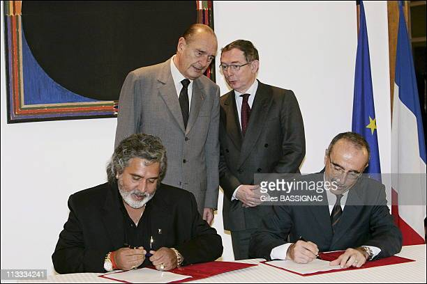 French President Jacques Chirac On A State Visit To The Republic Of India - On February 19Th, 2006 - In New Delhi, India - Here, Contract Agreement...