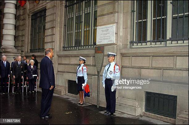 French president Jacques Chirac unveils a commemorative tablet at the Prefecture de Police de Paris to celebrate the 60 th anniversary of the...