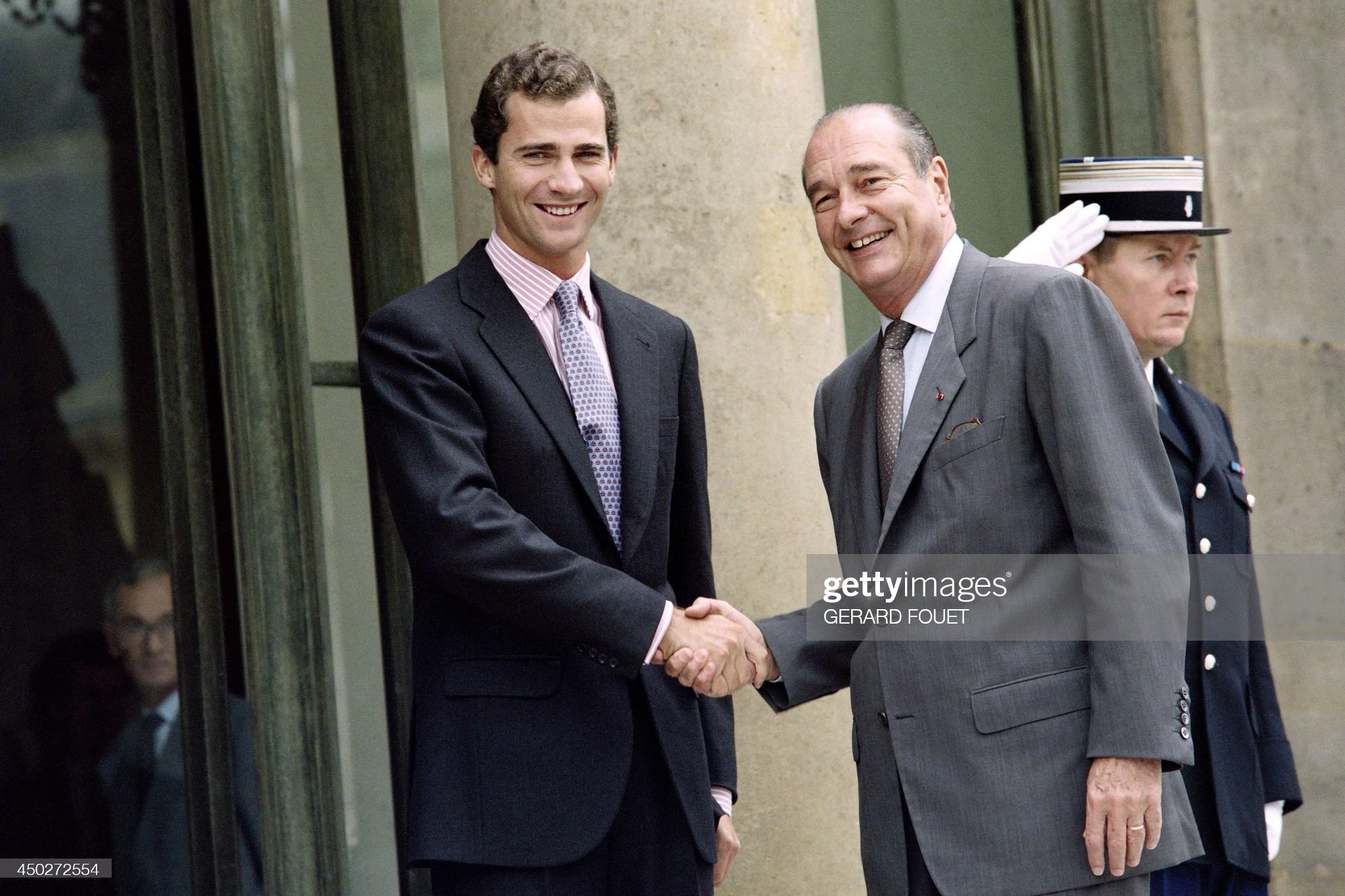 french-president-jacques-chirac-welcomes-on-october-2-1996-spanish-picture-id450272554