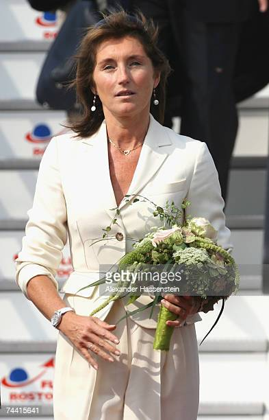 French President Nicolas Sarkozy and his wife Cecilia Sarkozy arrive at the airport on June 6 2007 in RostockLaage Germany Sarkozy along with leaders...