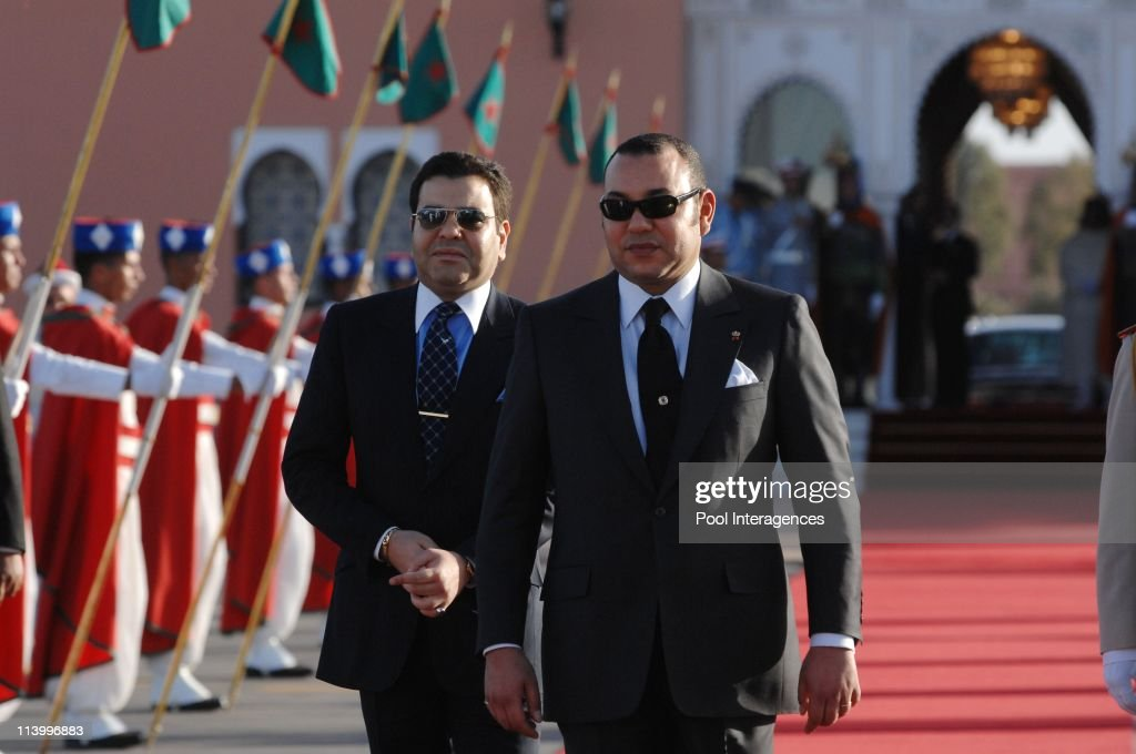 French President Nicolas Sarkozy and HM Mohamed VI, King of the Kingdom of Morocco during the welcoming Ceremony at the Marrakech Airport In Marrakech, Morocco On October 22, 2007- : News Photo