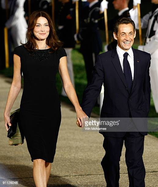 French President Nicolas Sarkozy arrives with his wife Carla Bruni Sarkozy to the welcoming dinner for G20 leaders at the Phipps Conservatory on...
