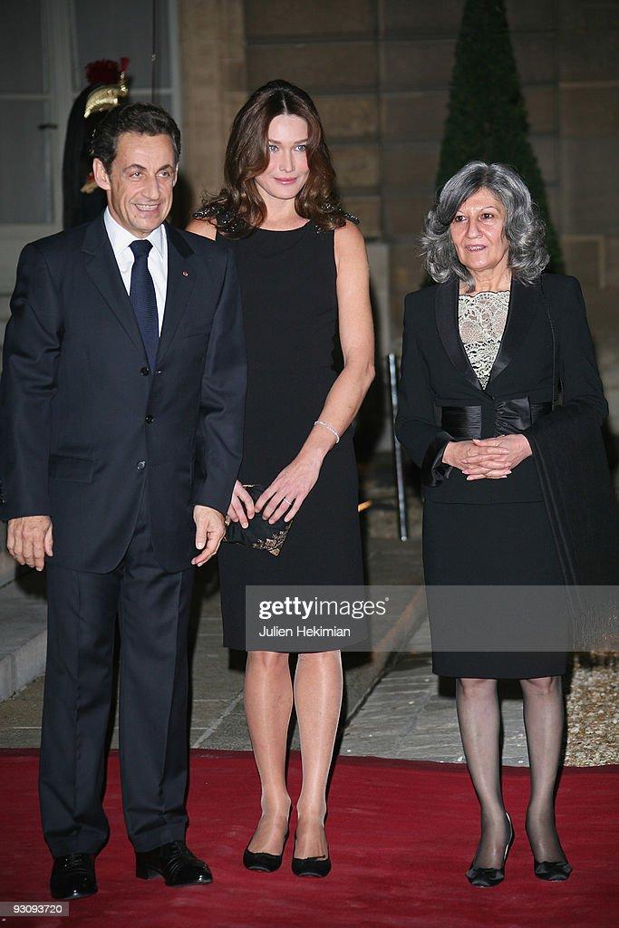 French president Nicolas Sarkozy, Carla Bruni-Sarkozy and Hero Talabani attend the dinner honoring Iraq President Jalil Talabani at Elysee Palace on November 16, 2009 in Paris, France.